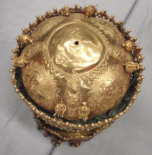 The top of the gold crown from Magdala
